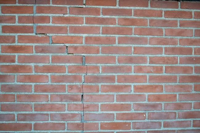 Three Steps Everyone Should Take After Finding Cracks in Their Brick Mortar
